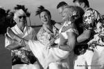 Spassfoto die Braut wird auf den Arm genommen