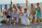 Hochzeitsgesellschaft mit lustigen Brillen und Spass am Strand von Miami mit Florida Hochzeiten