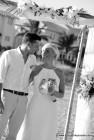 Heiraten in Florida mit Florida Hochzeiten unter einem Bambusbogen dekoriert mit tropischen Blumen
