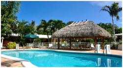 Florida-Hochzeiten mit Pool Deck und Tiki House