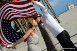 Florida Heavenly Weddings mit Amerikanischer Flagge , Sandstrand und Palmen