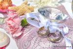 Ringkissen in Rosa mit funkelnden Edelsteinen